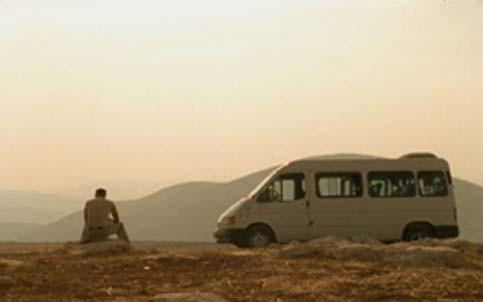 Rajai şi microbuzul lui in Ford Transit (R. Hany Abu-Assad)