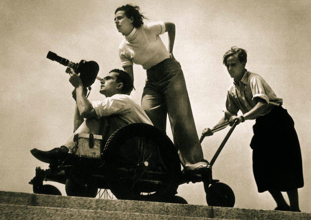Leni Riefenstahl (mijloc) 1936